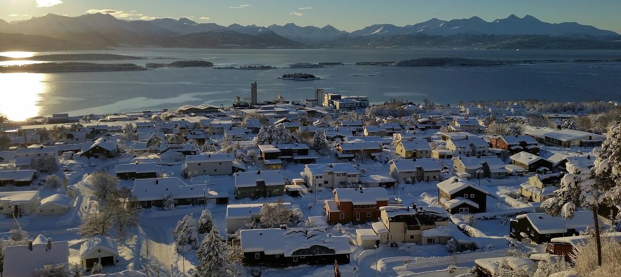 Ośnieżone domy w Skandynawii
